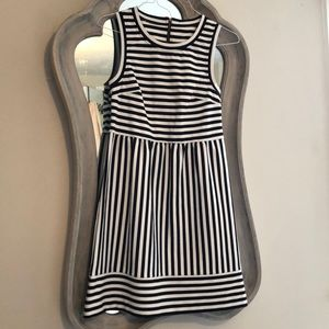 Dresses & Skirts - Stripped dress